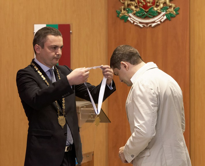 Dr. MIlen Vrabevski receiving a Medal of Honor with stripe from the mayor of Varna Mr. Ivan Portnih