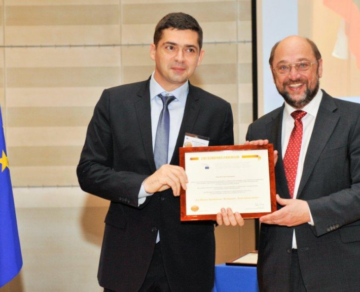 "Dr. Milen Vrabevski and Mr. Martin Schulz, President of the European Parliament, at the ""European Citizens' Prize"" official award ceremony in Brussels, 16 Oct 2013"